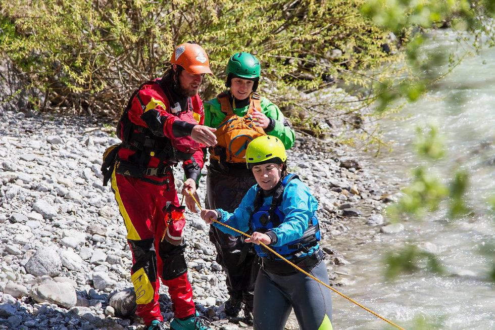Unter Anleitung lernst du Rettungstechniken kennen! - LosLeones.ch