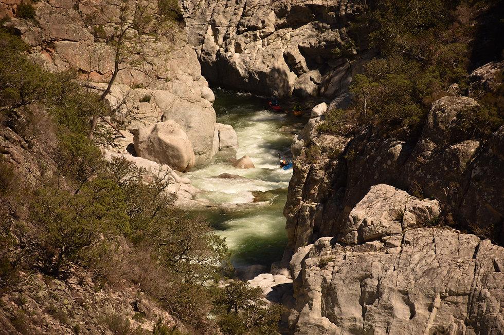 Korsika bietet im Frühling Wildwasser der Extraklasse! - Camps - LosLeones.ch