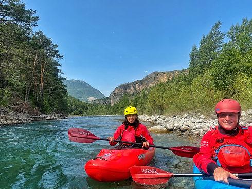 In unseren Camps vermitteln wir dir alle notwendigen Kenntnisse für tolle Wildwasser Erlebnisse! - LosLeones.ch