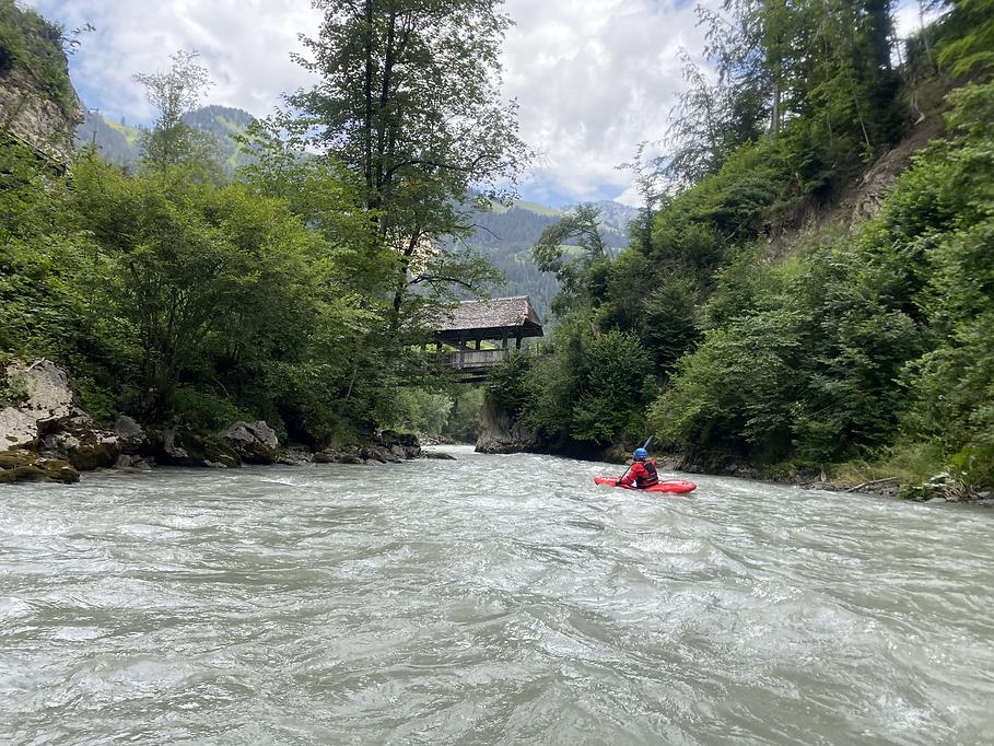 Top Wasserstand auf der Simme im Berner Oberland! -LosLeones
