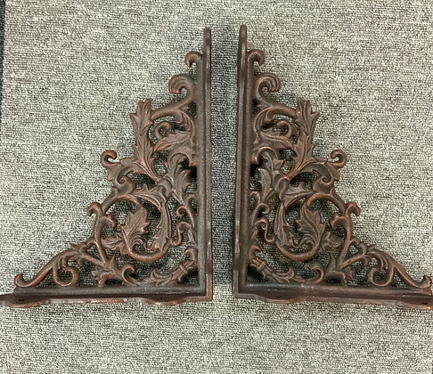 Large cast iron shelfbrackets