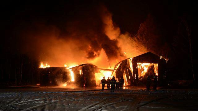 Un incendie détruit un garage