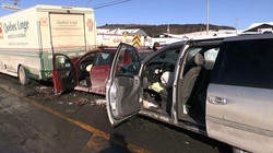 Collision impliquant trois véhicules