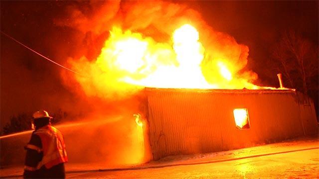 Le feu détruit un garage commercial