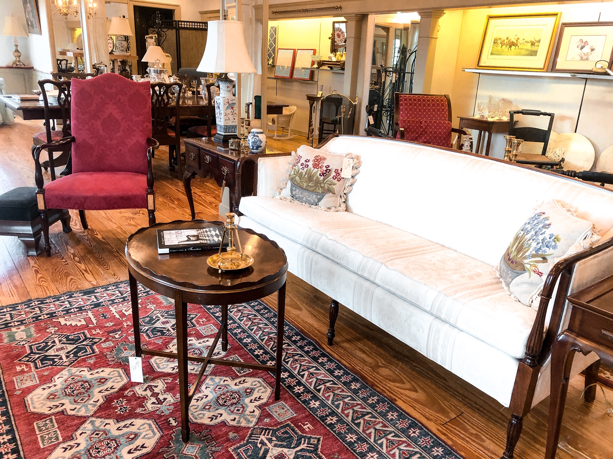 High end consignment of interior homewares and antiques.