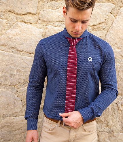 camisa sky azul corbata roja puntos.jpg