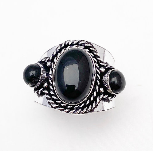 Onyx Chattaan Ring