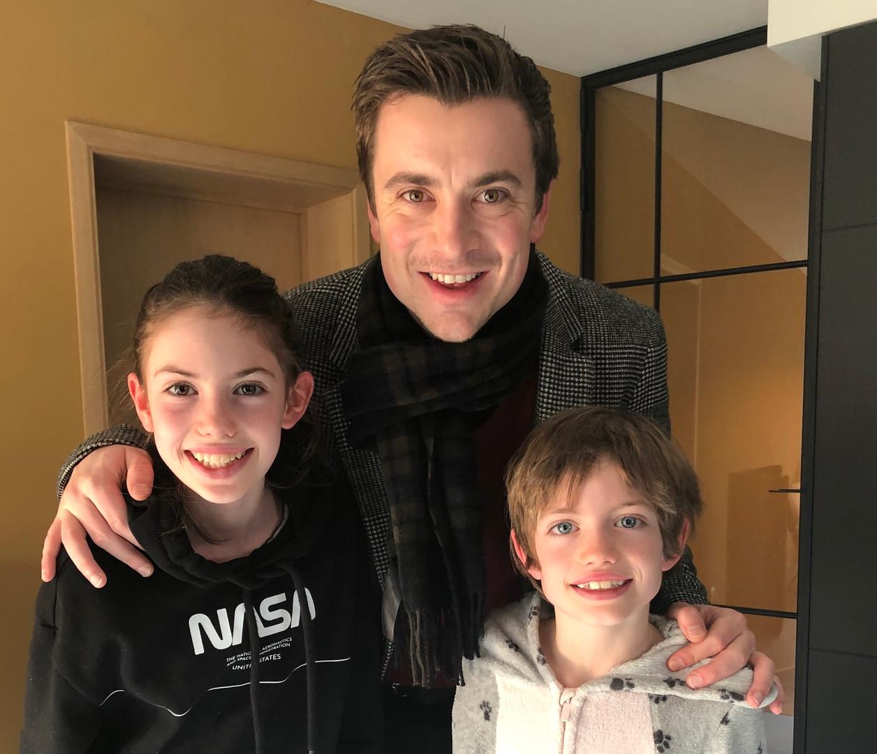 Niels met Ella en Stan hergekadreerd.jpe