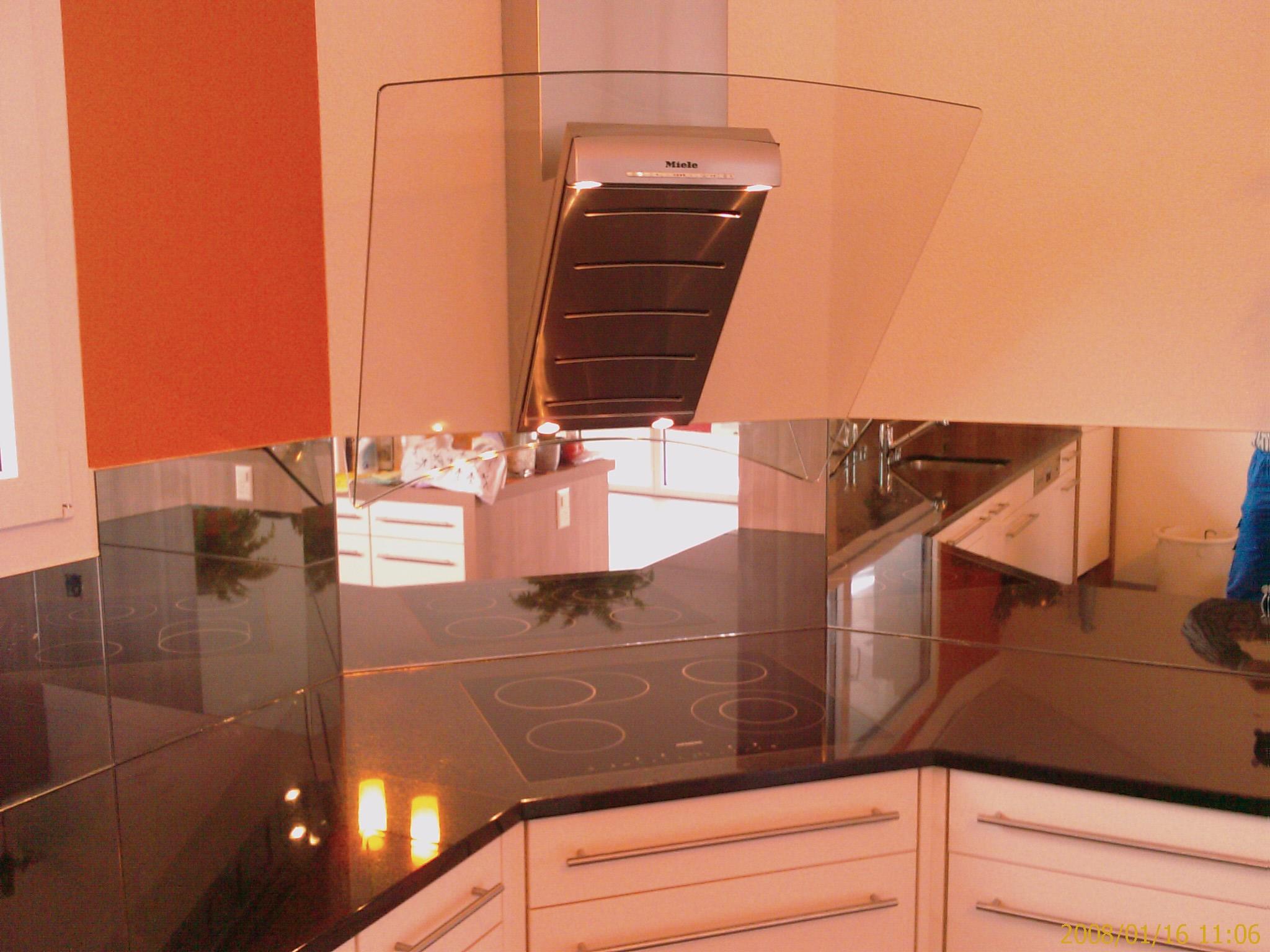 Küche mit Designer Dampfabzug