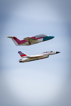 R/C Jets In Tight Formation
