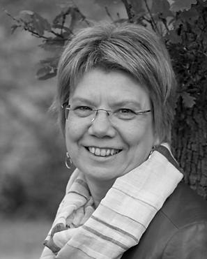 Avril McIntyre, Family Links Trustee