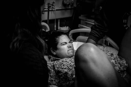 Mom Laboring at Hoag Hospital-Bug and Roo Photography-Birth photographer-Newport Beach