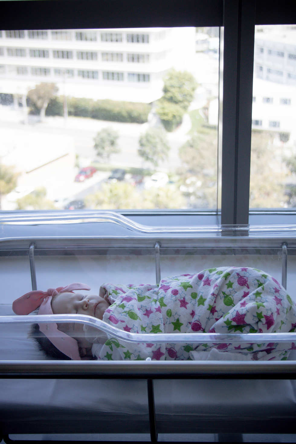 baby in bassinet by window at Hoag Hospital-Bug and Roo Photography-Fresh 48 Photographer-Newport Beach-Orange County