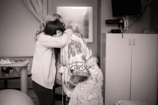 Hypnodoula embracing mom during contract
