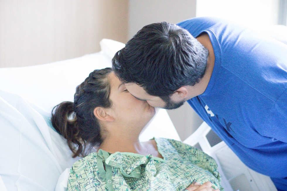 dad giving mom kiss at Hoag Hospital-Bug and Roo Photography-Fresh 48 hospital Photographer-Newport Beach-Orange County