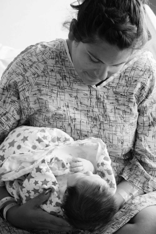 mom holding baby at Hoag Hospital-Bug and Roo Photography-fresh 48 Photographer-Newport Beach-Orange County