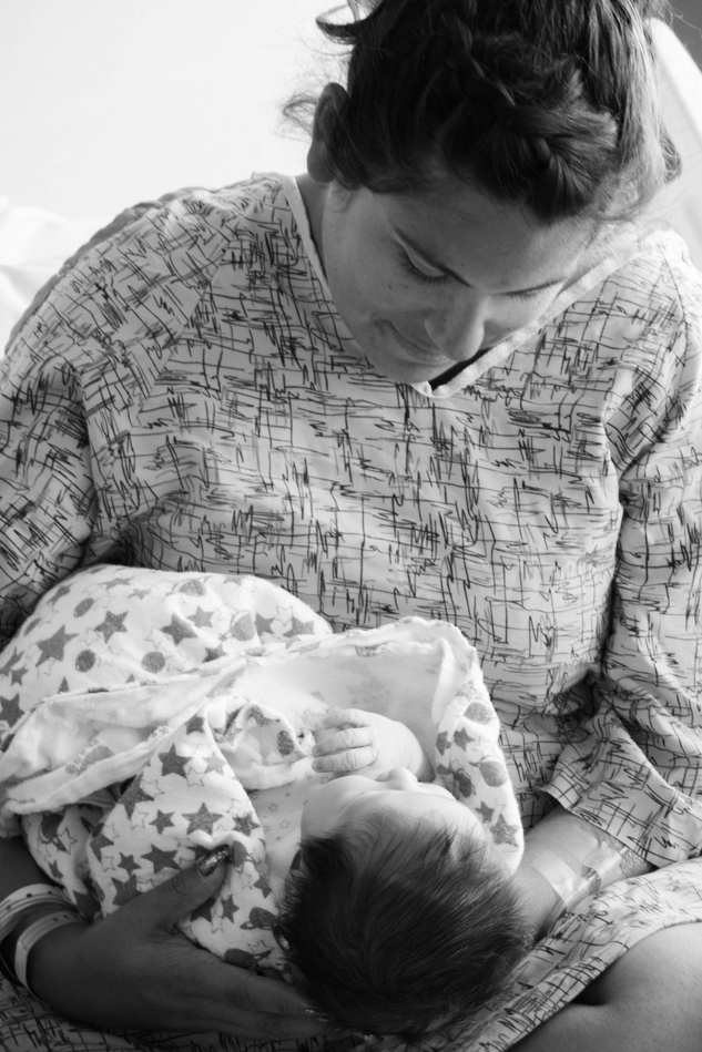 mom holding baby at Hoag Hospital-Bug and Roo Photography-fresh 48 Photographer-Newport Beach-Orange County