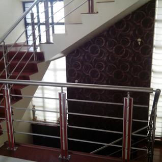 Modern-stair-railing-fancy-baluste.jpg