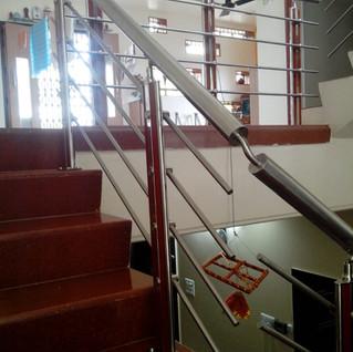 स्टेनलेस-स्टील-सीढ़ी-रेलिंग-डिजाइन.jpg