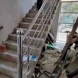 simple-houe-stair-railing.jpg