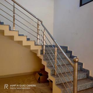 वर्ग-बस्टर-सीढ़ियाँ-railing.jpg