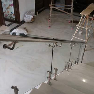 interior-staircase-glass-railing-steel-h