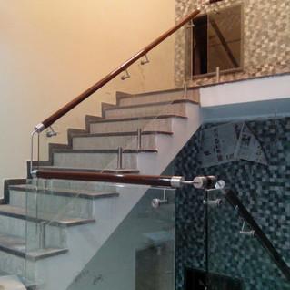 modern-stair-railing-design-staircase.jp