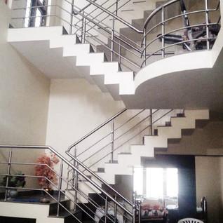 आंतरिक-सीढ़ी-घर-अंदर-सीढ़ी-रेलिन