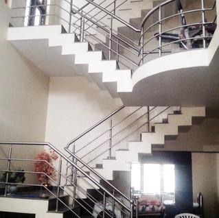interior-stair-home-in-side-stair-railin