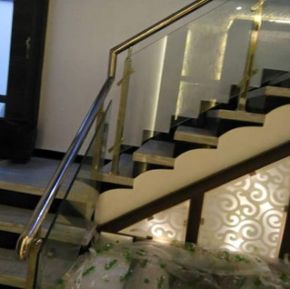 स्टेनलेस स्टील-सीढ़ी-रेलिंग-ग्लास के साथwith