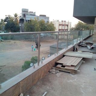 tarrece-glass-railing-for-steel.jpg