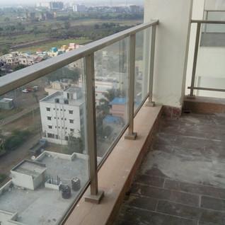 sitout-aluminium-glass-railing.jpg
