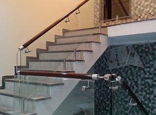 आधुनिक कांच रेलिंग-डिजाइन सीढ़ी के लिए
