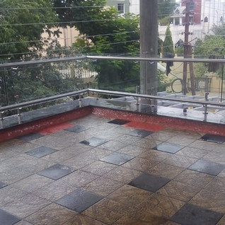 Double-pipe-up-balcony-glass-railings.jp