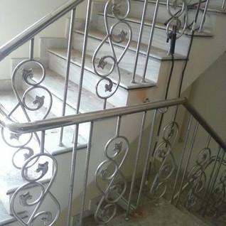 steel-steps-railing-designs.jpg