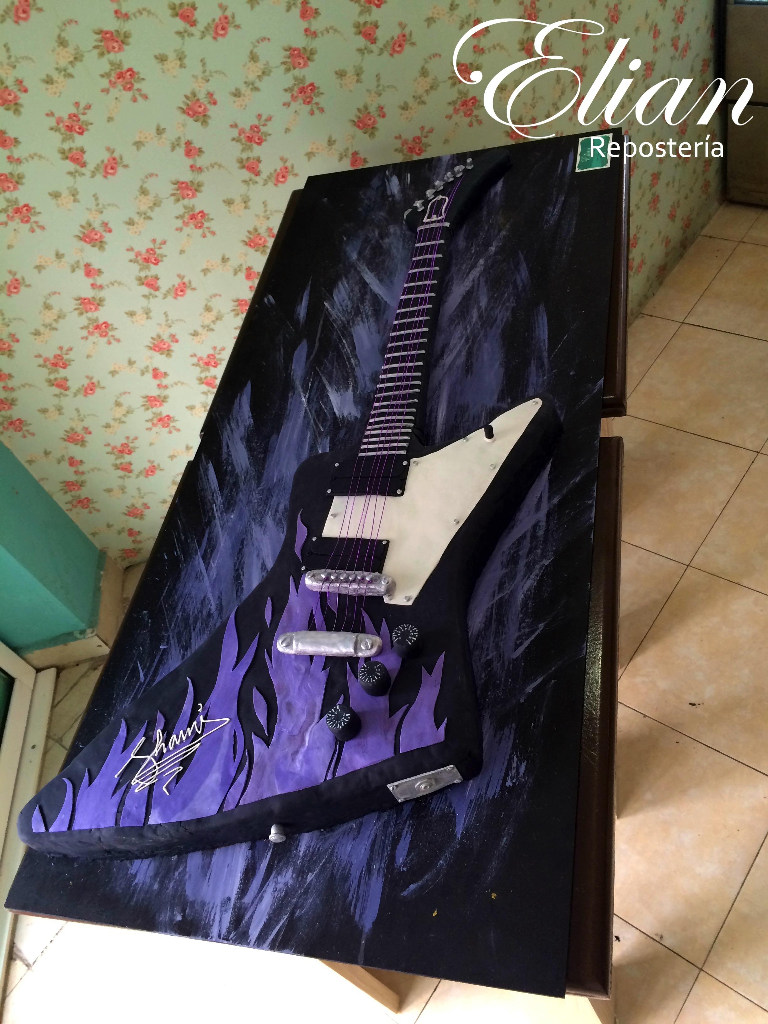 Pastel de guitarra fondant