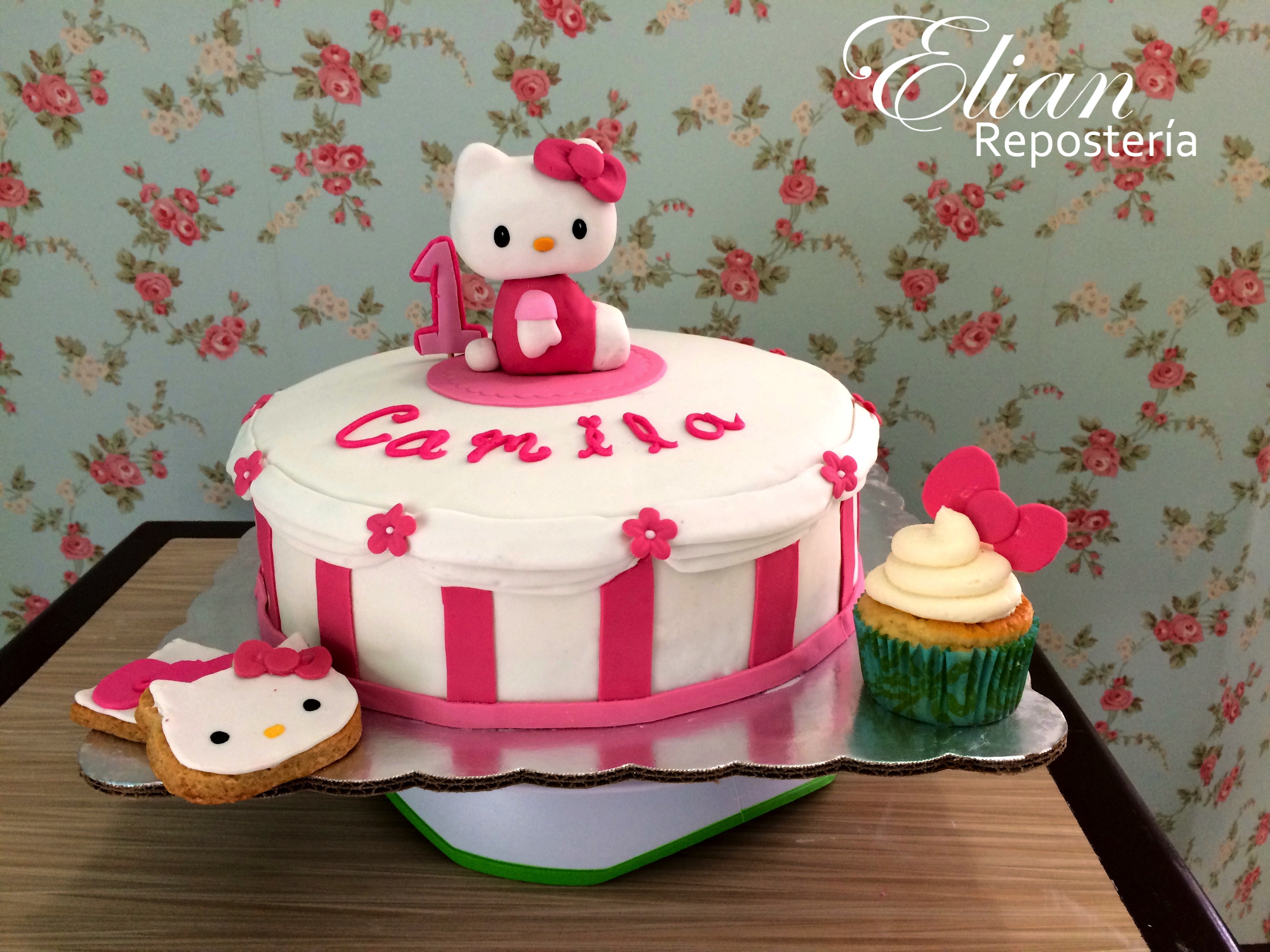 Pastel de Hello Kitty baby fondant