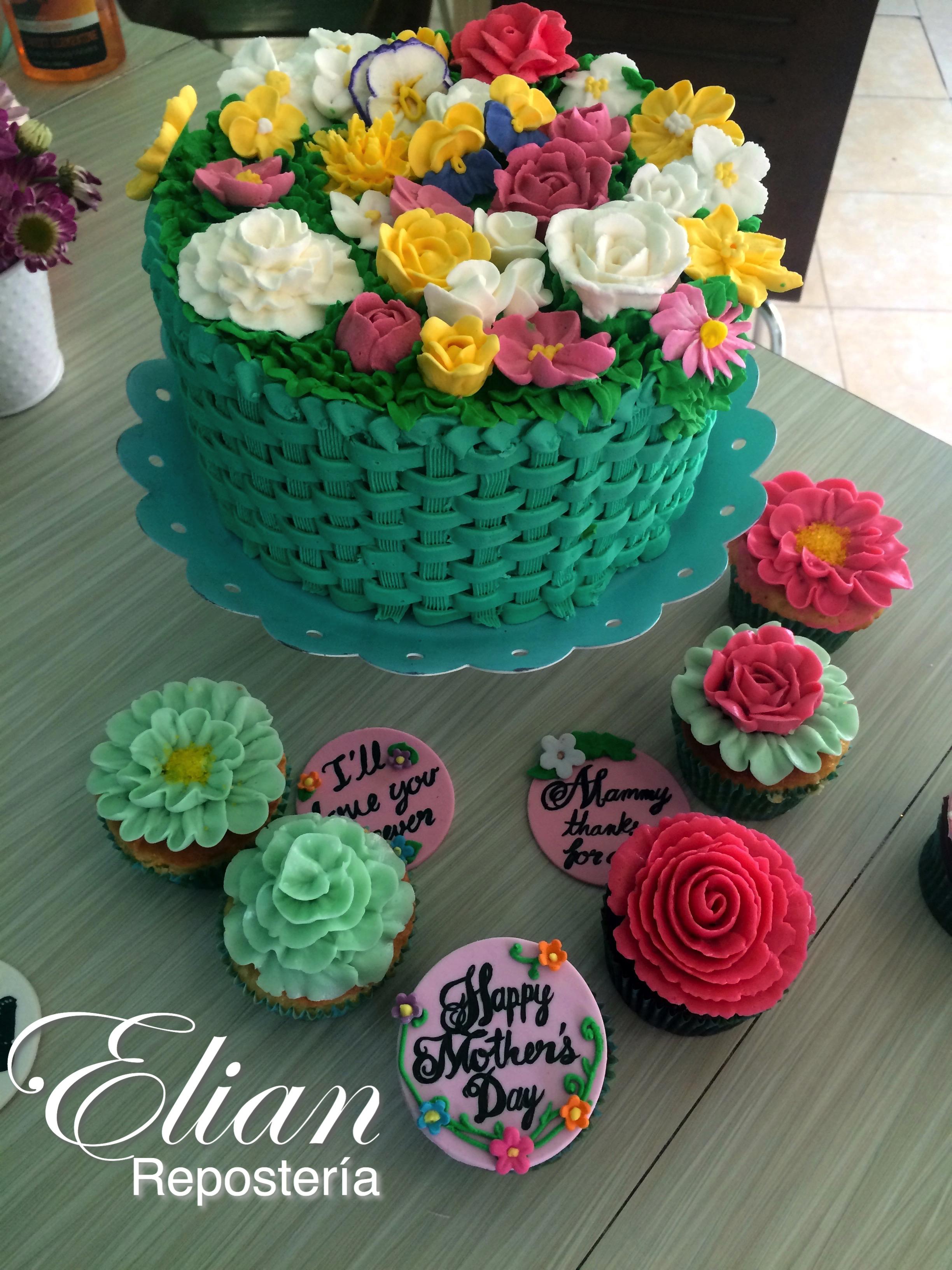Pastel de canasta de flores