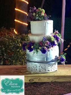 Pastel Boda Mexico con flores