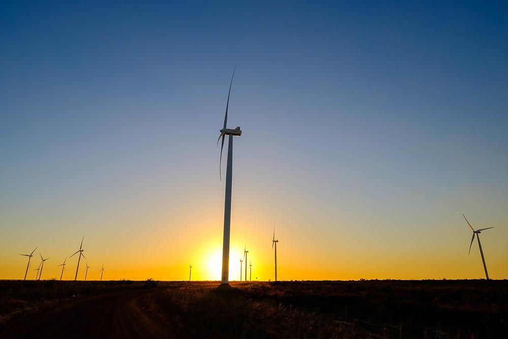 Mit erneuerbaren Energien werden außerdem mehr Arbeitsplätze geschaffen.