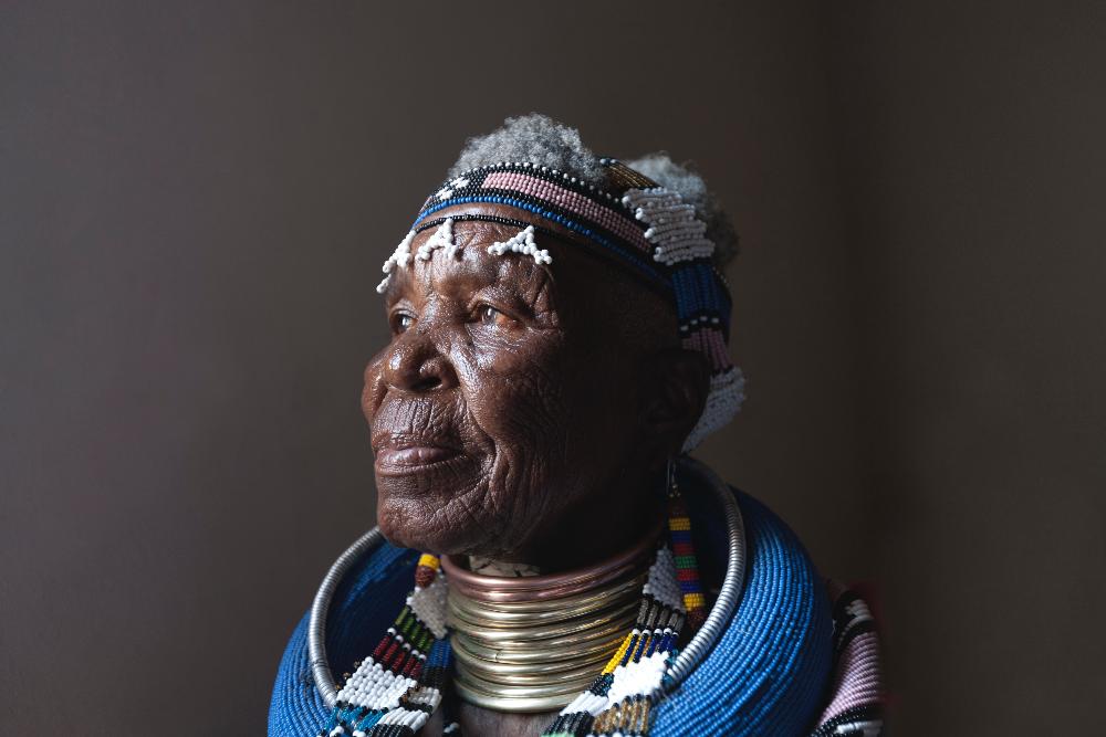 Dr. Esther Mahlangu, 86, denkt noch lange nicht ans aufhören. Foto: The Melrose Gallery