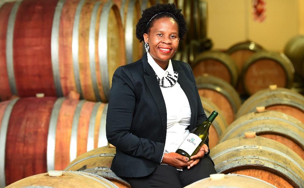 Ntsiki Biyela macht als erste schwarze Winzerin Jugendlichen Mut.
