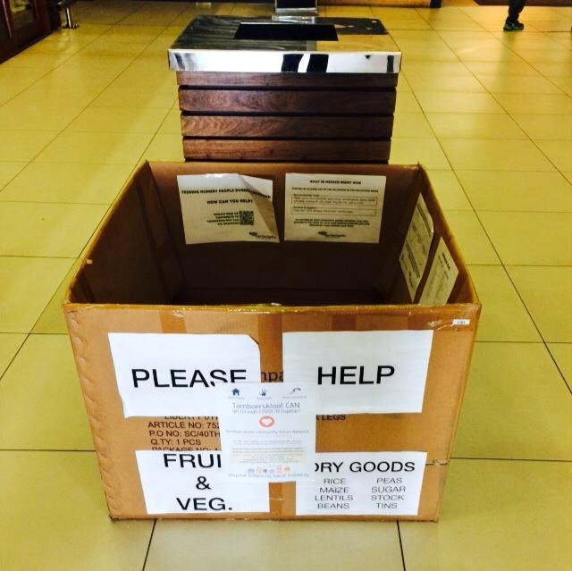 Spendenbox vor einem Supermarkt in Kapstadt