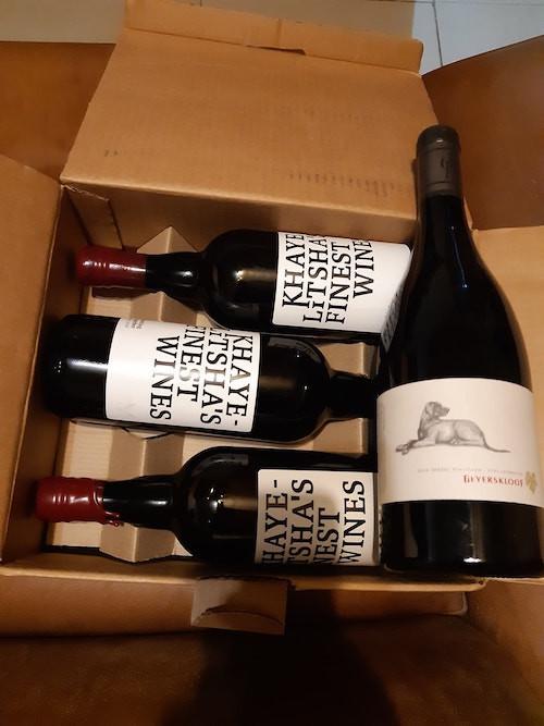 Aufgrund des Alkoholverkaufsverbot stapeln sich die Kisten