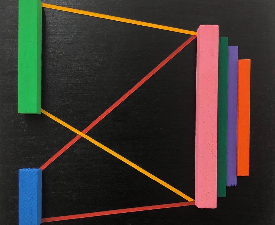 建築からのインスピレーションで幾何学模様を描くアーティスト