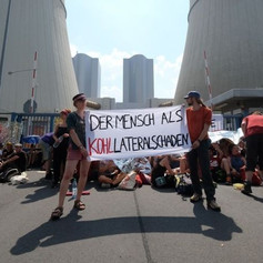 Straßenblockade eines Zufahrtsweges zum Kohlekraftwerk im Leipziger Land
