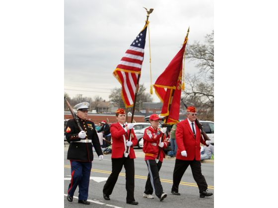 christmasparade02 (560x420).jpg