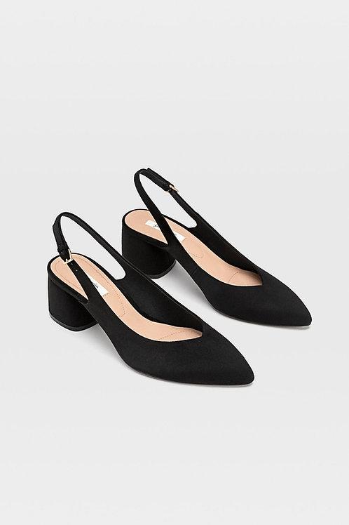 Sapato com tacão mules de ponta fina - STRADIVARIUS - 25€