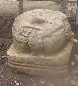 Находки Халхала колонна