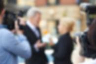 Medientraining in Berlin. Ihr souveräner Auftritt. Präsentationstraining. Übungen vor der Kamera und vor dem Mikrofon. Medientraining speziell für Frauen. Einzeltraining oder kleine Gruppen. Medientraining bei Therese Ulrich.